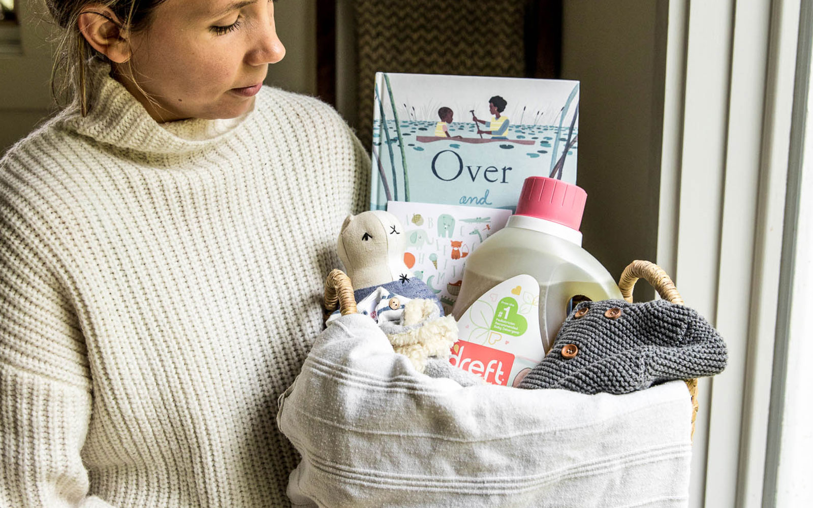 A Simple and Easy Neutral Baby Shower Gift for new moms to help them in the first few months of motherhood. Done in Partnership with Dreft Purtouch and Parents Magazine. More on The Fresh Exchange.