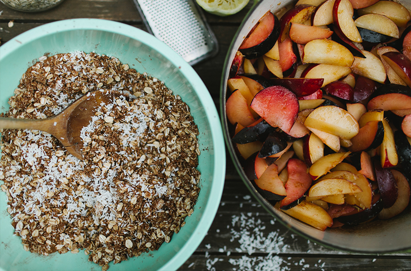Simple Vegan Fruit Crumble Recipe  |  The Fresh Exchange