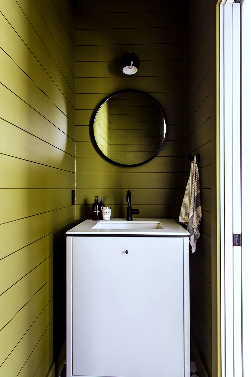 A modern and funky Half Bathroom reveal with black and white tile in a modern laundry space. A new take on Farmhouse living from The Fresh Exchange.