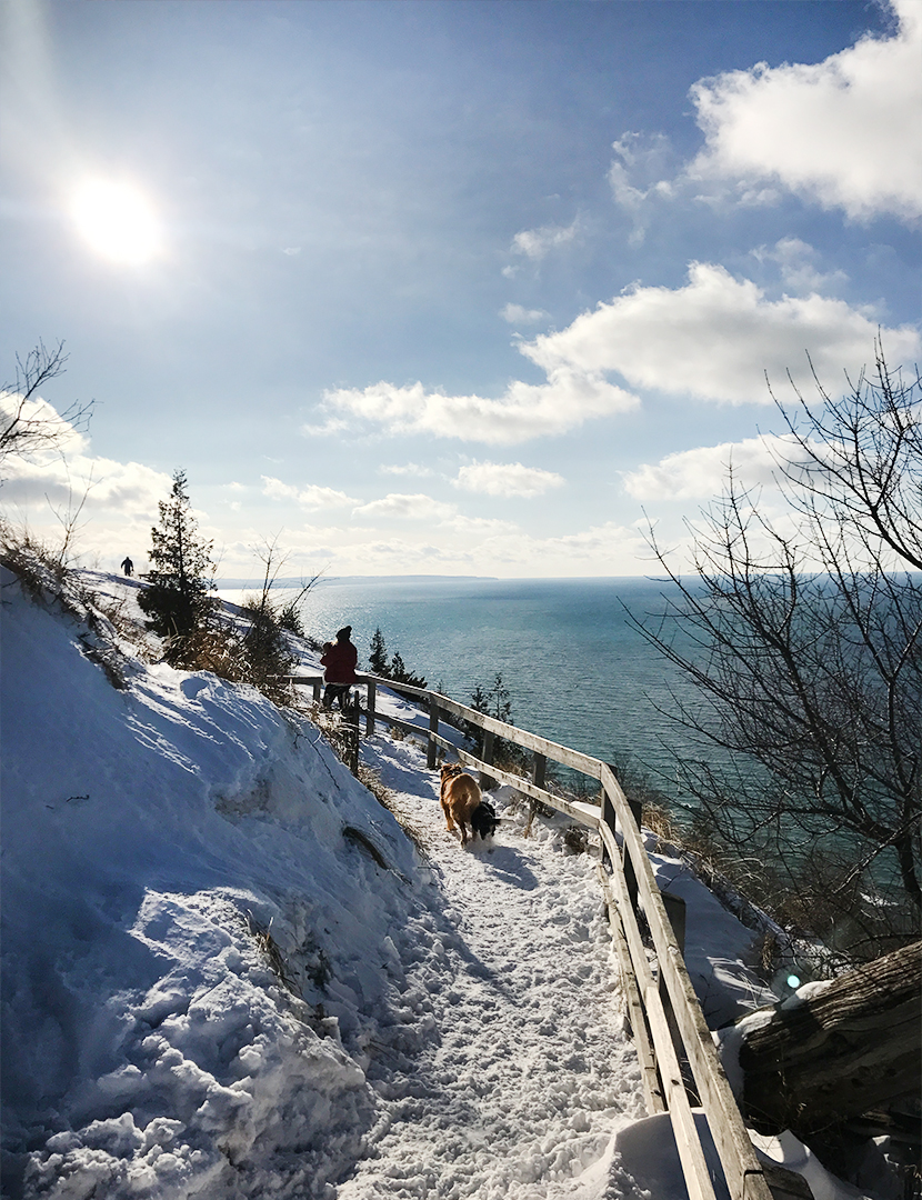 Hiking Empire Bluffs in Northern Michigan as a family | The Fresh Exchange