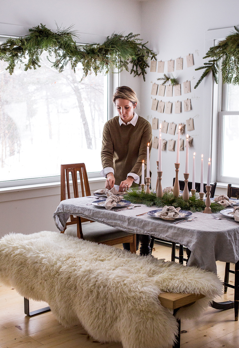 Simple and easy ways to decorate your table for Christmas and the holiday season. Building the perfect holiday table doesn't have to be complicated. Read more on The Fresh Exchange by clicking through.