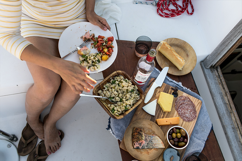A Simple Evening for two. A little boat picnic gathering for our anniversary that felt just like the best way to celebrate. See the whole story and tips on The Fresh Exchange.