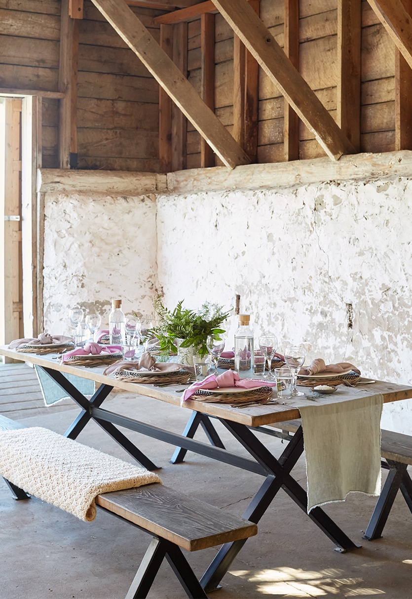 Tips for a laid back and relaxed gathering this spring with the help of your friends. A story for Midwest Living from The Fresh Exchange. Photos by David Tsay.
