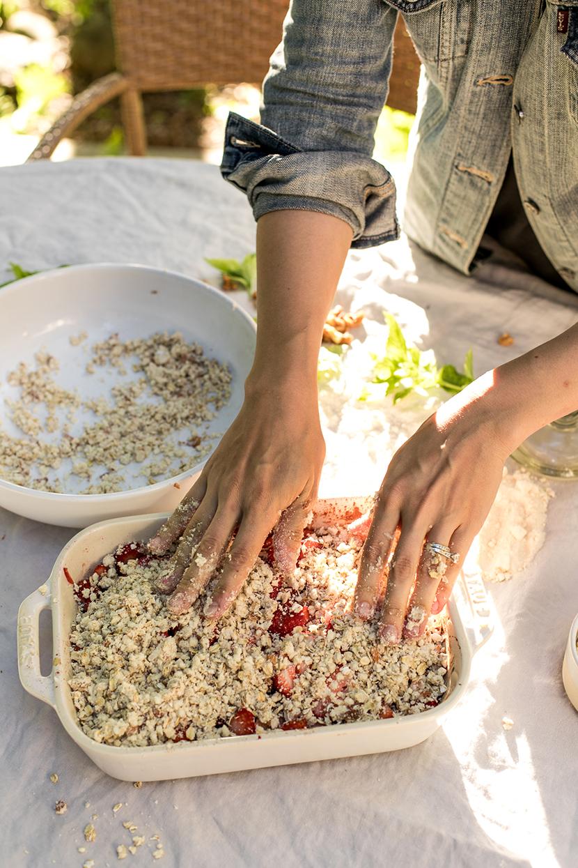 Healthy Strawberry Rhubarb Crumble Recipe - The Fresh Exchange