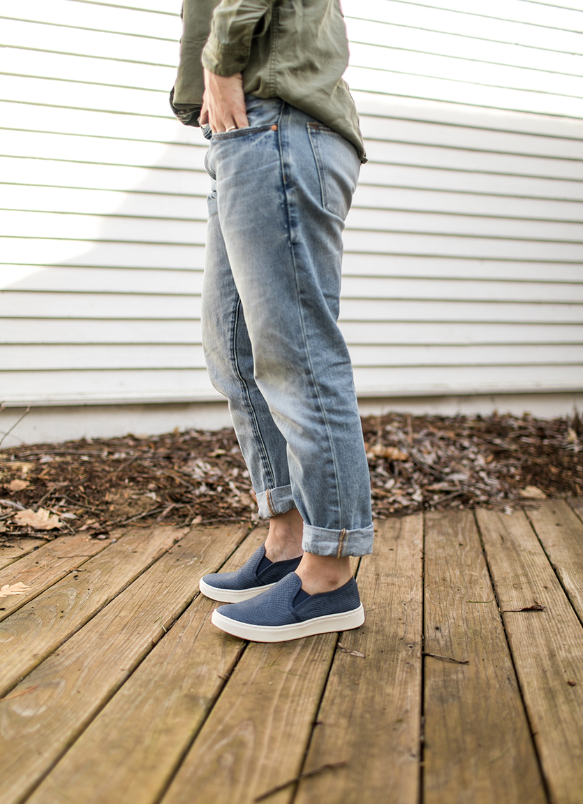 Wearing sneakers in the spring is the best transition to spring footwear. See how I wear mine on The Fresh Exchange today with Zappos and Sofft.