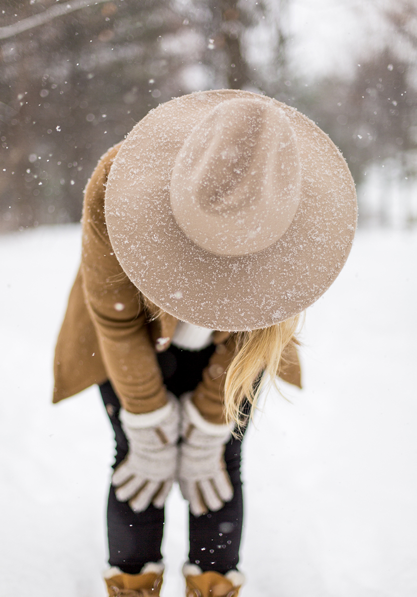 Simple winter style ideas for nearly any climate. Essential pieces that will help get you through the winter and stay stylish. Read more on The Fresh Exchange.